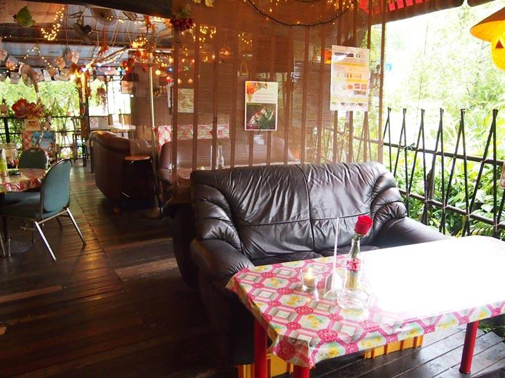 Woody-Family-Cafe-ambience